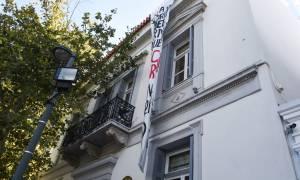 Εισβολή του «Ρουβίκωνα» και κατάληψη στην πρεσβεία της Ισπανίας (pics)