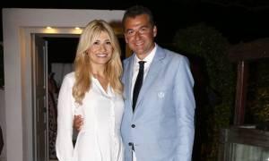 Φαίη Σκορδά - Γιώργος Λιάγκας: Ο γιος τους Γιάννης μεγάλωσε πολύ και παίζει bowling (photos)