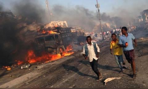 Αίμα και βία στη Σομαλία: 85 νεκροί σε δύο επιθέσεις αυτοκτονίας (vid)