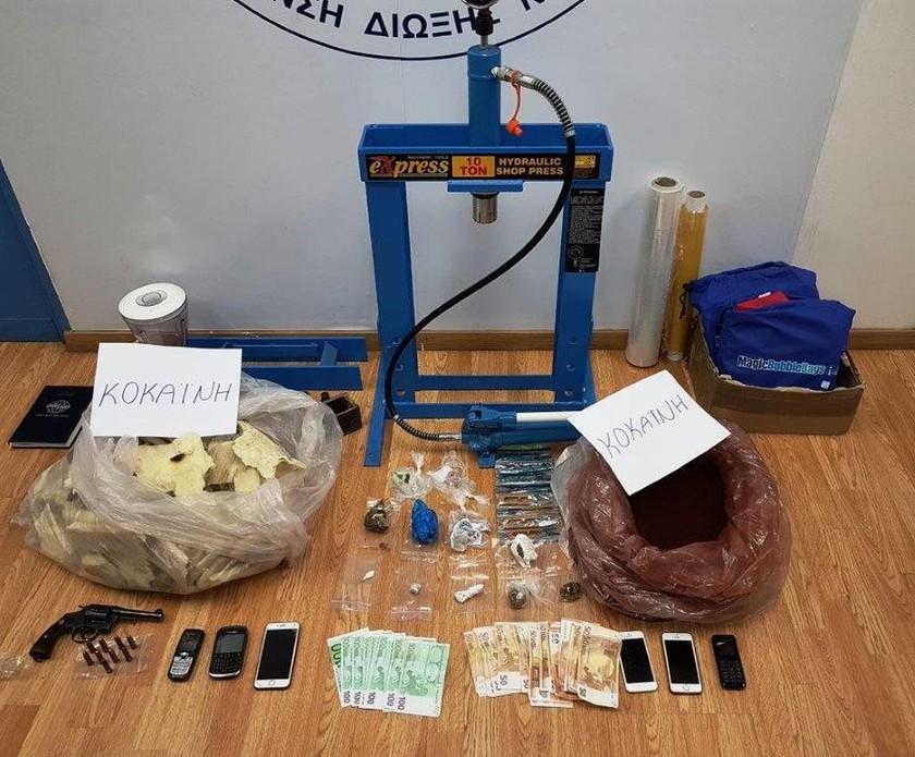 Εξαρθρώθηκε οργάνωση που εισήγαγε μεγάλες ποσότητες κοκαΐνης από την Κολομβία (pics)