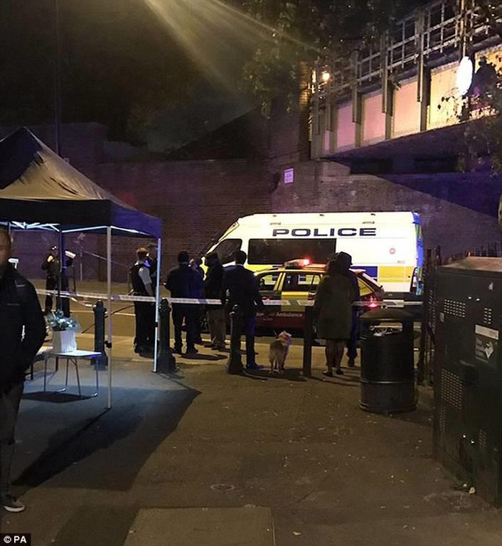 Πανικός στο Λονδίνο: Επίθεση με μαχαίρι κοντά στο σταθμό Parson Green - Ένας νεκρός (pics+vid)