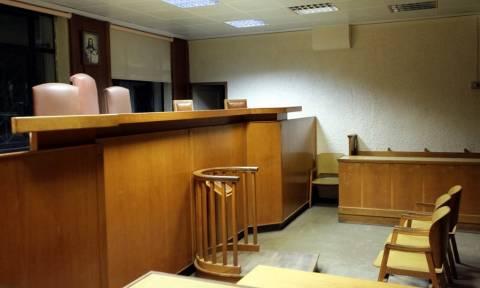 Ειρηνοδικείο Κορίνθου: Έχασε το σπίτι της μητέρας του για 20.000 ευρώ (vid)