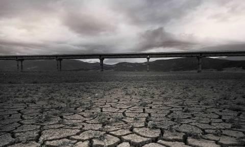 Ελλάδα: Λίμνη χωρίς σταγόνα νερό - Δείτε που έχει τραβηχτεί η φωτογραφία