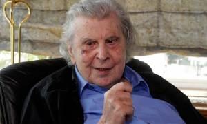 Ξεσπάθωσε ο Μίκης Θεοδωράκης: «Ο Τσίπρας πούλησε την Ελλάδα για 100 χρόνια στους ξένους»