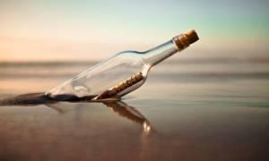 Έριξε μπουκάλι με γράμμα στον ωκεανό: 29 χρόνια αργότερα βρήκε αποδέκτη!