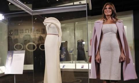 Μελάνια Τραμπ: Το φόρεμά της που πέρασε στην ιστορία! (vid)
