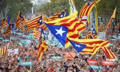Καταλονία: Τα μέτρα της ισπανικής κυβέρνησης συνιστούν πραξικόπημα (vids)