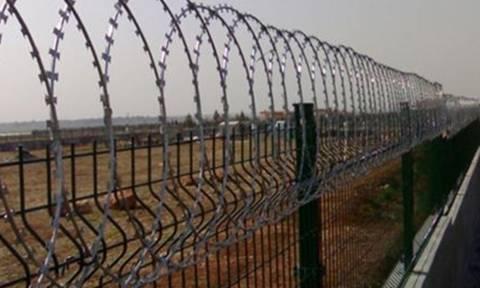 Ντοκουμέντο: Έσκαψαν τρύπα κάτω από τον φράχτη στον Έβρο