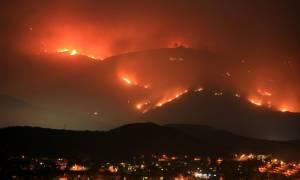Καλιφόρνια: Σε δέκα μέτωπα η μάχη με τις φλόγες – Στους 42 οι νεκροί