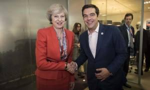 Kolotoumba! Η Τερέζα Μέι θα γίνει… Τσίπρας και θα ανατρέψει το Brexit;