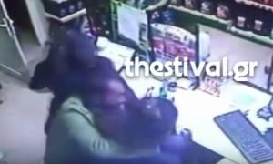 Σοκαριστικό βίντεο: Άγριος ξυλοδαρμός υπάλληλου βενζινάδικου από ληστές