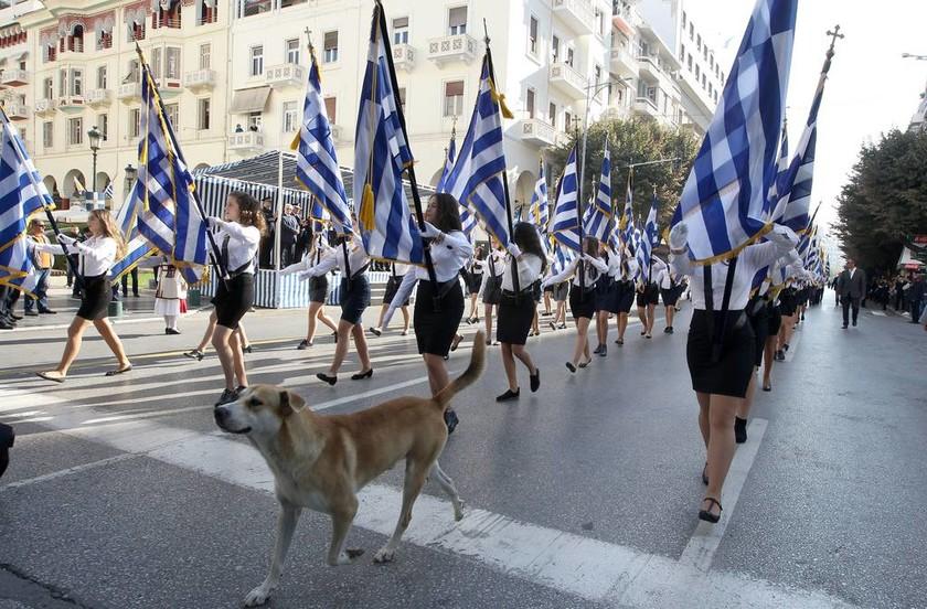 28η Οκτωβρίου 1940: Εντυπωσιακή η μαθητική παρέλαση στη Θεσσαλονίκη (pics&vids)