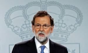 Δραματικές εξελίξεις στην Ισπανία – «Ξηλώνει» την Καταλονία μετά την απόφαση απόσχισης ο Ραχόι