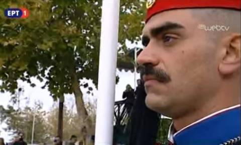 28η Οκτωβρίου: Ο τσολιάς της στρατιωτικής παρέλασης που «έριξε» το Διαδίκτυο (pics)