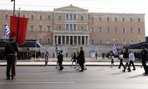 28η Οκτωβρίου 1940: Σε εξέλιξη η μαθητική παρέλαση στην Αθήνα (pics)