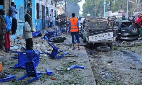 Σομαλία: Μεγαλώνει ο αριθμός των θυμάτων από τη διπλή έκρηξη στο Μογκαντίσου