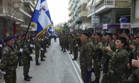 Ανατριχίλα: Ραγίσανε τα τσιμέντα όταν ο Στρατός έψαλε τον εθνικό ύμνο (vid)