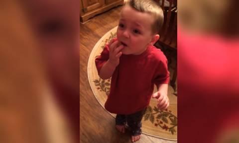 Η απίστευτη αντίδραση ενός παιδιού όταν έφαγε πολλά ζαχαρωτά