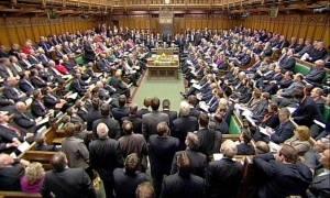 Σάλος με τα «ροζ» σκάνδαλα βουλευτών στη Βρετανία - Οι δονητές και οι παρενοχλήσεις