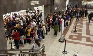 Ηλεκτρονικό Εισιτήριο: Ατελείωτη η ταλαιπωρία – Φταίει ο κόσμος για τις ουρές λέει ο Μαυραγάνης