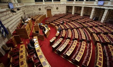 Βουλή - Live: Συζήτηση της τροπολογίας για τις τηλεοπτικές άδειες
