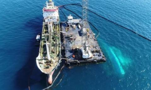 Πετρελαιοκηλίδα: Συνεχίζονται οι προετοιμασίες για την ανέλκυση του ναυαγίου  «Αγία Ζώνη ΙΙ»