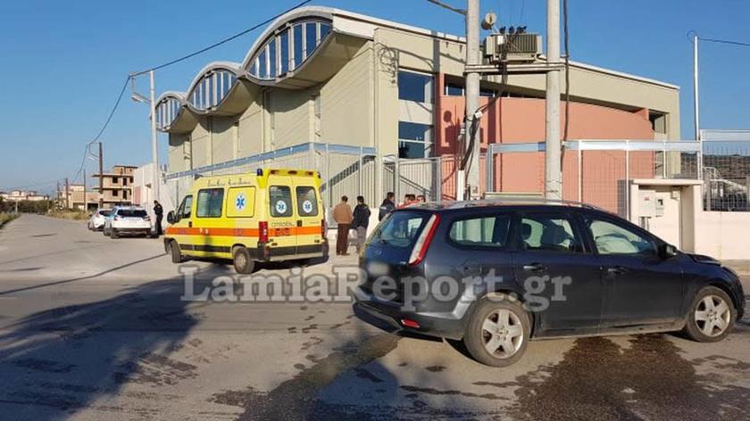 ΕΚΤΑΚΤΟ: Τροχαίο στη Λαμία – Αυτοκίνητο «καρφώθηκε» σε σχολείο: Στο νοσοκομείο δύο μαθήτριες