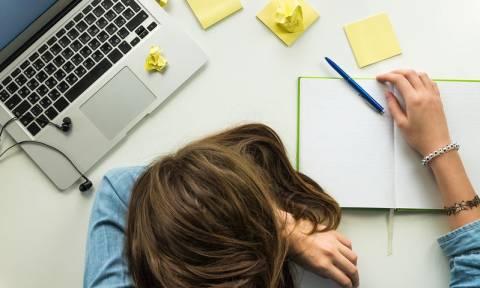 Επίμονη κούραση: 6 κοινές παθήσεις εξηγούν τη μόνιμη εξάντληση