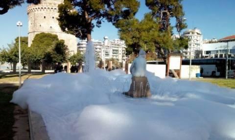 Θεσσαλονίκη: Άφρισε το συντριβάνι του Λευκού Πύργου
