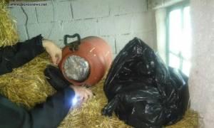 Μυτιλήνη: 5 συλλήψεις για 4,6 κιλά χασίς που βρέθηκαν σε ποιμνιοστάσιο (pics)