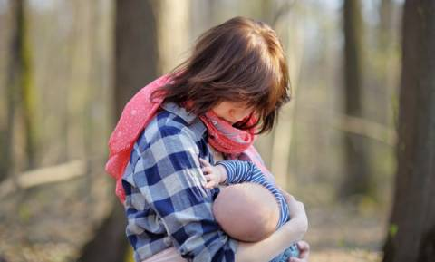 «Ντροπή σου, δε σε μεγάλωσα έτσι» - Το μήνυμα για το δημόσιο θηλασμό από μία 70χρονη μητέρα