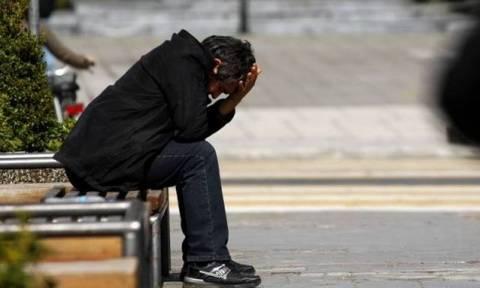 «Κατρακύλα» στο εισόδημα των ελληνικών νοικοκυριών - Μόνο το 2016 οι Έλληνες έχασαν 2,7 δισ. ευρώ!