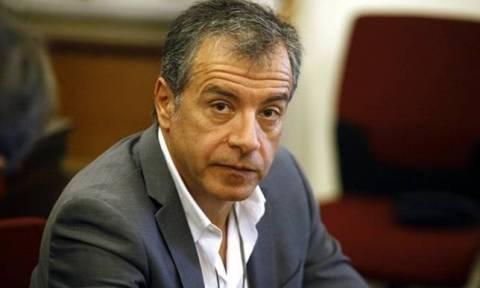 Επίθεση στα γραφεία ΠΑΣΟΚ: Την παραίτηση Τόσκα ζητάει ο Θεοδωράκης - «Επικίνδυνα ανίκανος»