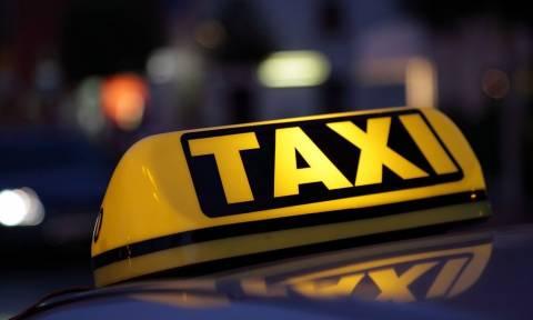 Οδηγός ταξί εξυπηρετούσε πελάτες στο κέντρο της Αθήνας ενώ στο όχημα έκρυβε…