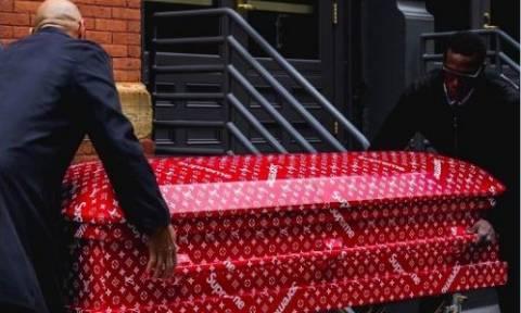Ποιος θέλει να ταφεί σε φέρετρο Louis Vuitton; Χαμός στο διαδίκτυο! (Δείτε video και photo)