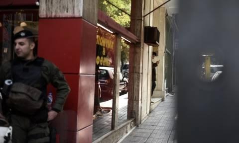 Επίθεση γραφεία ΠΑΣΟΚ – Αστυνομικός: «Ζω από θαύμα, η σφαίρα πέρασε ξυστά από το κεφάλι»
