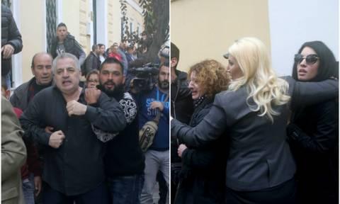 Χαμός στην Ευελπίδων: Οι γονείς της Δώρας Ζέμπερη ξυλοκόπησαν το δολοφόνο του παιδιού τους (vid)