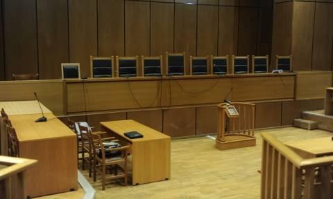 Ποινή κάθειρξης επτά ετών με αναστολή στον μετακλητό υπάλληλο του Μιχαλολιάκου στη Βουλή
