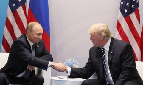Πιθανή μια συνάντηση Τραμπ-Πούτιν στο Βιετνάμ
