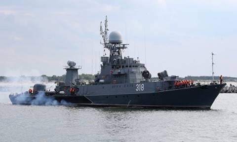 Латвия пожаловалась на российские корабли и подлодку у своих границ