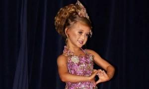 Οι γονείς μιας 7χρονης έδωσαν όλες τις οικονομίες τους για να συμμετέχει σε διαγωνισμούς ομορφιάς!
