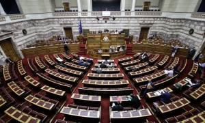 Βουλή: Υπερψηφίστηκε το νομοσχέδιο του υπουργείου Υγείας για τις εφημερίες των γιατρών