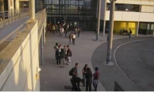 Συναγερμός στη Γαλλία: Αυτοκίνητο «θέρισε» πεζούς έξω από σχολείο