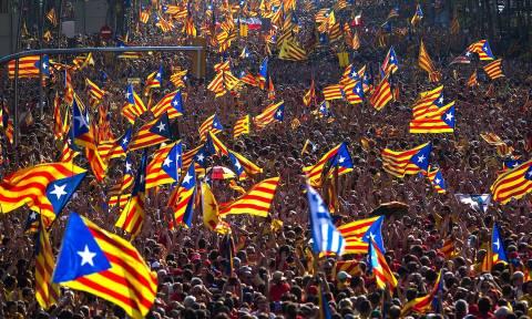 Καζάνι που βράζει η Καταλονία: Μαζικές διαδηλώσεις στη Βαρκελώνη