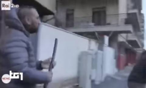Άδελφος νονού της ιταλικής Μαφίας επιτίθεται σε δημοσιογράφο (ΣΚΛΗΡΕΣ ΕΙΚΟΝΕΣ)