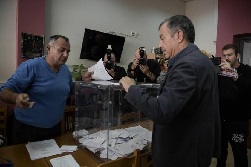Εκλογές Κεντροαριστερά: Κοσμοσυρροή για ανάδειξη νέου αρχηγού – Τι ώρα θα ξέρουμε το νικητή