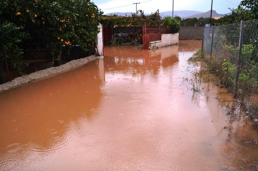 Καιρός: Η «Ευρυδίκη» σφυροκοπά την Ελλάδα - Πλημμύρες και καταστροφές σε Σύμη και Αργολίδα