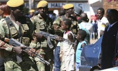 Τέσσερα άρματα μάχης κατευθύνονται στην πρωτεύουσα της Ζιμπάμπουε