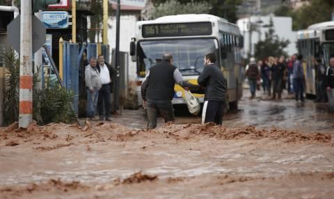 Πλημμύρες ΤΩΡΑ: Τρία άτομα στο νοσοκομείο