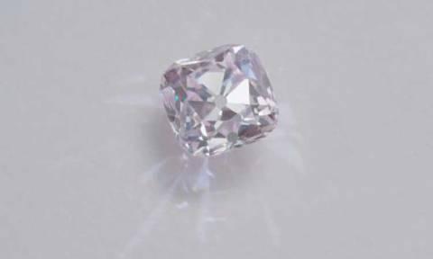 Αυτό είναι το μεγαλύτερο διαμάντι που έχει βγει ποτέ στο «σφυρί» - Αξίζει 34 εκατ. δολάρια!